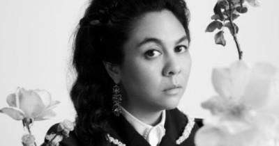 Simone Rocha Sebarkan Warisan Antar Etnis Lewat Karya Terbarunya