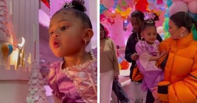 9 Potret Ulang Tahun Ketiga Stormi Webster Anak Kylie Jenner