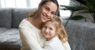 Penting Dilakukan, Ini 7 Waktu Terbaik Memeluk Anak