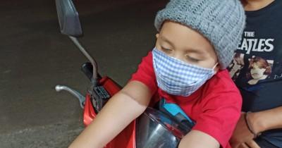 Bahaya Bonceng Anak Kecil Depan saat Naik Motor, Jangan Disepelekan