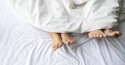 5 Cara Melakukan Hubungan Suami Istri setelah Azan Subuh