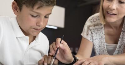 Stop Membantu Anak Setiap Saat Membentuk Karakter Positif