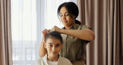 10 Rekomendasi Merek Detangler Rambut Aman Anak
