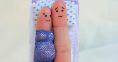 7 Posisi Bercinta Aman saat Hamil Tua
