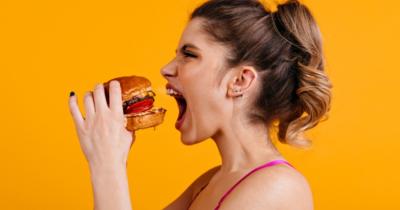 10 Meme Kocak Tentang Ketentuan 20 Menit Makan di Tempat