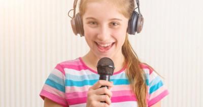 Jago Nyanyi, 5 Zodiak Anak yang Memiliki Bakat Bernyanyi
