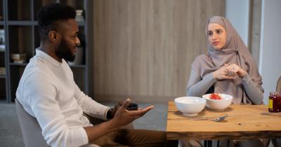 Bolehkah Suami Mencela Masakan Istri Begini Hukum dalam Islam