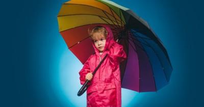 Musim Hujan Tiba, 9 Rekomendasi Jas Hujan Anak Laki-Laki