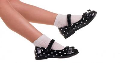 11 Rekomendasi Sepatu Sekolah untuk Anak Perempuan