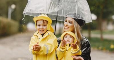 9 Rekomendasi Merek Jas Hujan untuk Anak Perempuan