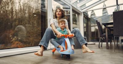 7 Rekomendasi Mainan Mobil Anak Bisa Dinaiki