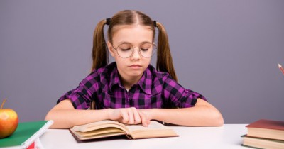 """Pintar Secara Akademis, 5 Zodiak Remaja yang Dikenal """"Book Smart"""""""
