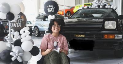 5 Potret Cinta Kuya Dapat Hadiah Mobil saat Ulang Tahun Ke-17