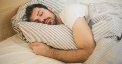 Hati-Hati Tidur Larut Malam Berpengaruh Kesuburan Laki-Laki