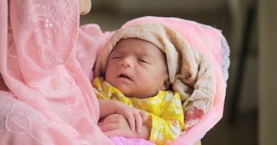 7 Perlengkapan Mandi Bayi Baru Lahir agar Bersih Sehat