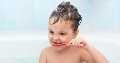 5 Cara Mengajarkan Anak Menggosok Gigi Sejak Dini