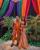 5. Busana India oranye stunning