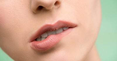 5 Cara Efektif Mengatasi Bibir Kering saat Hamil Muda
