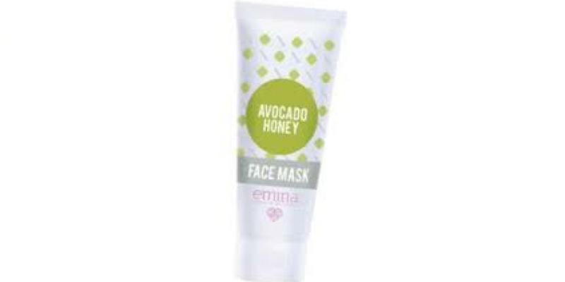 1. EminaAvocado Honey Face Mask akan menjaga kulit tetap lembap