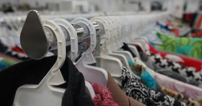 Tren Belanja Baju Bekas, Kenali Perbedaan Thrift Shop Preloved