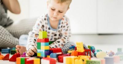 Bagaimana Mainan dapat Merangsang Perkembangan Otak Balita?