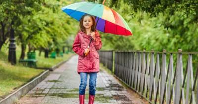 Penting Dibawa, 10 Barang yang Harus Anak Miliki saat Musim Hujan