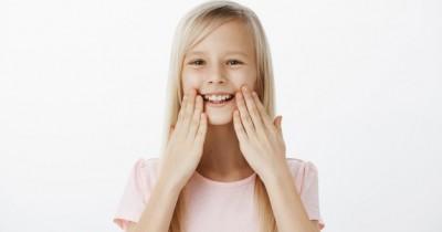 Agar Anak Selalu Ramah, Ajarkan Hadis tentang Senyum Yuk Ma!