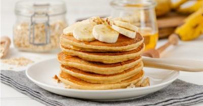 Camilan Sehat Balita, Coba Yuk Resep Pancake Pisang Kacang Kenari