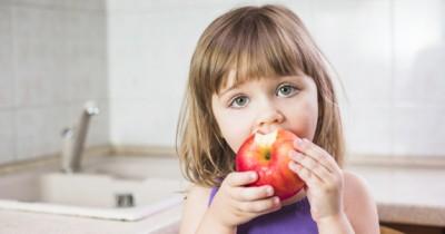 10 Pilihan Buah Terbaik Dikonsumsi Anak Balita