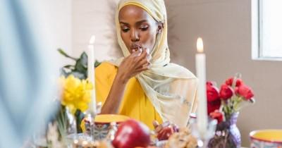Puasa Sambil Diet? Cara Menurunkan Berat Badan saat Ramadan yang Sehat