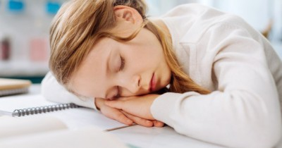 Kurang Istirahat, 6 Tanda Anak Mama Alami Kelelahan Parah
