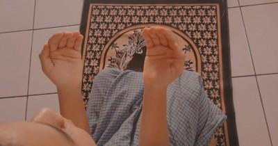 Penting, Ajarkan Anak Bacaan Doa Orangtua sedang Sakit