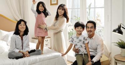 7 Potret Keluarga Bahagia Joe Taslim Bersama Istri dan Ketiga Anaknya