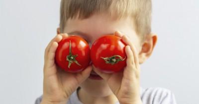 7 Alasan Mengapa Balita Perlu Sering-Sering Makan Tomat
