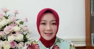 Istri Lawan Covid-19, Kang Emil Tulis Pesan Cinta Pakai Lipstick Dior