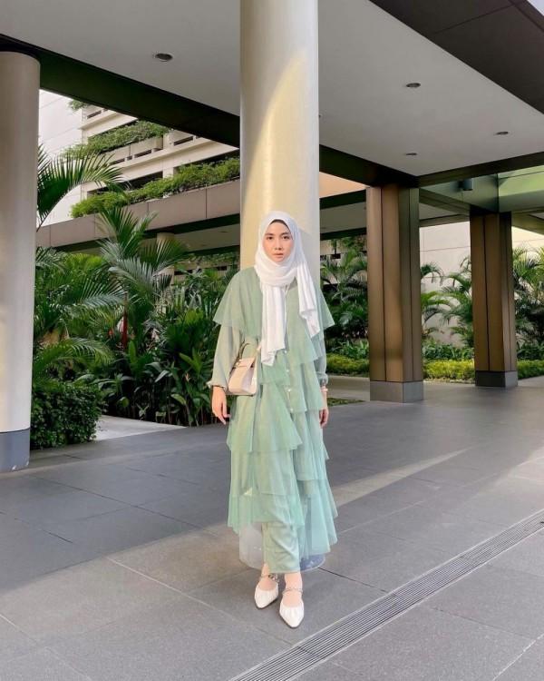 7 Ide Outfit Hijab Berwarna Hijau yang Bernuansa Ramadan | Popmama.com
