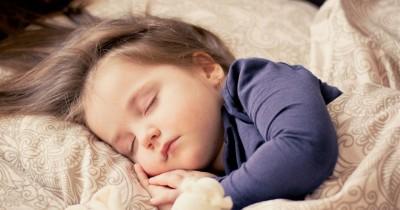 Cuddling Time Bolehkah Memeluk Anak Hingga Tertidur