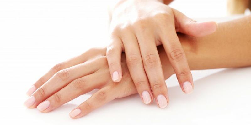 5. Vitiligo bisa membuat warna kulit memudar