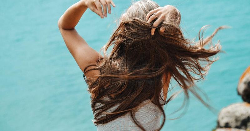 2. Pertahankan gaya rambut favorit