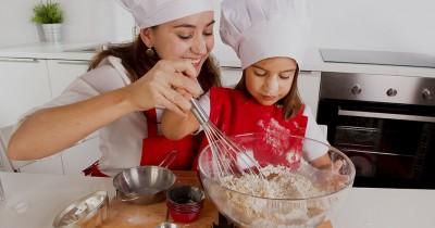 Seru, Inilah 10 Manfaat Mengajak Anak Membuat Kue Lebaran Bersama-sama