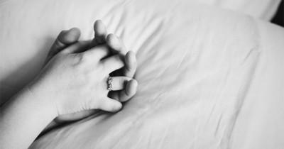 Penyebab Istri Tidak Percaya Diri saat Berhubungan Badan Suami
