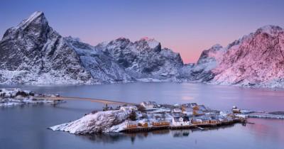 Dingin, 15 Potret Tempat yang Jarang Disinari Matahari di Dunia