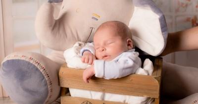 Tampak Tidak Fokus, Normalkah Mata Juling Bayi Baru Lahir
