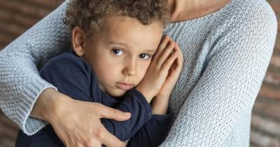 5 Cara Mengatasi Ketakutan Balita Trauma