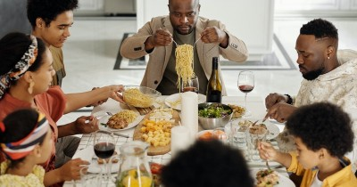 Hati-Hati! Kalap Makan saat Lebaran Membuat Tubuh Jadi Drop