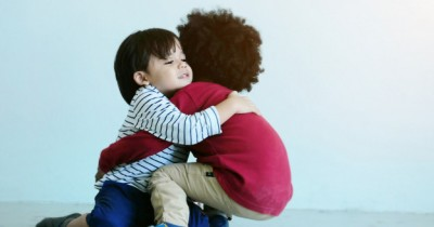 5 Cara Simpel Mengajarkan Anak Memaafkan Orang Lain