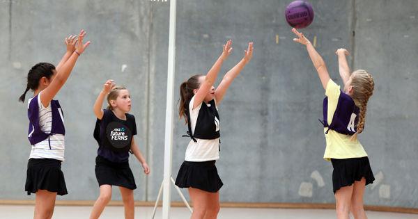 4. Netball (Bola Jaring)