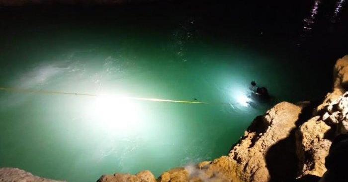 1. Leonard teman mengikuti rekreasi bersama Sungai Bileno