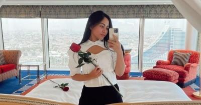 Tampil Memesona saat Berlibur, Ini Potret Gaya Rachel Ven Dubai