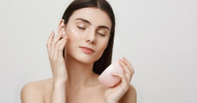 Yuk, Mulai Melakukan Basic Skincare Ini Atasi Jerawat